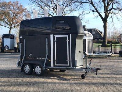 Zeer nette Hotra Elegance 1,5 paards trailer met zadelkamer VERKOCHT